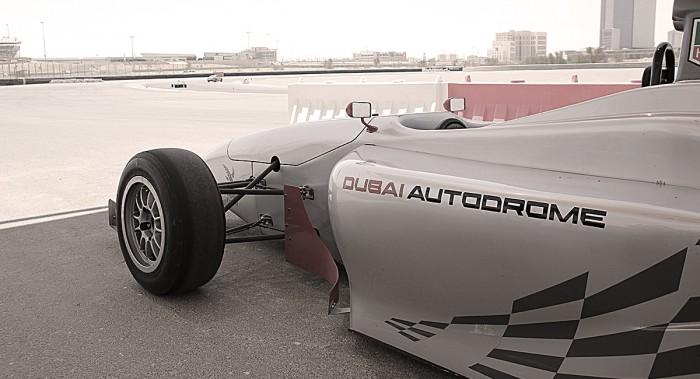 På Dubai Autodrome blir alla racerförare för en dag.