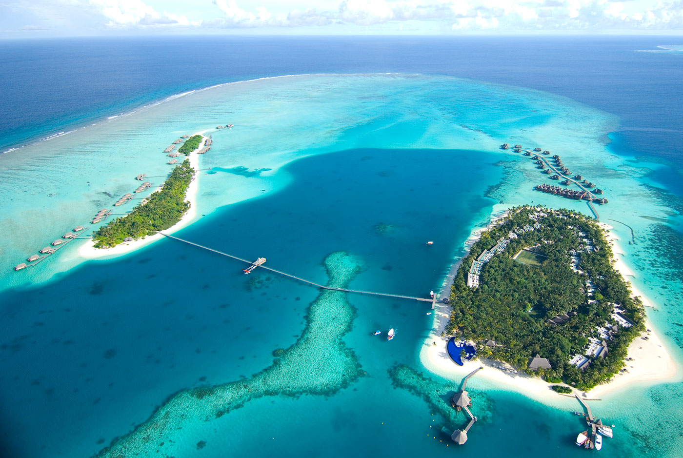 Maldivernas många atoller bjuder på dykning och snorkelsim i världsklass.