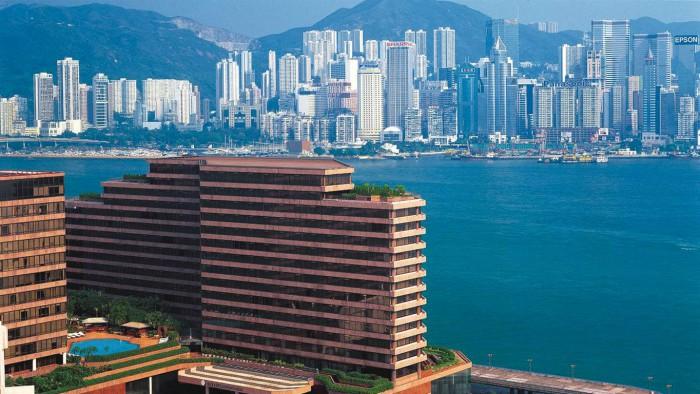 Vid Kowloons strandkant har man ostörd utsikt över Victoria Harbour och Hongkong-ön.